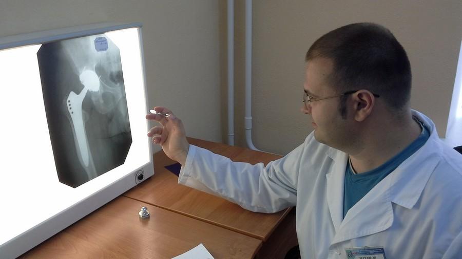 Врач-рентгенолог за работой